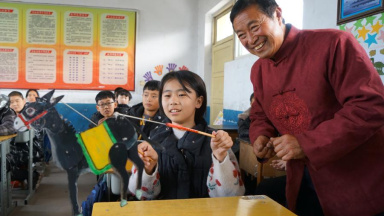 Students experience shadow play in north China